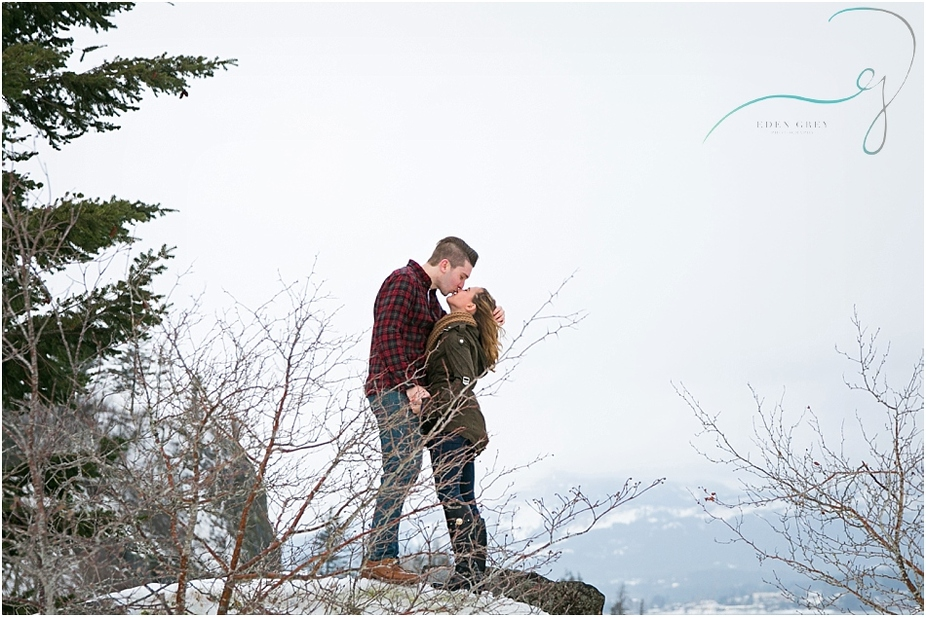 Mountain Engagement Pictures in Portland Oregon